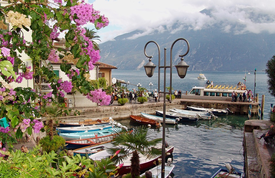 Concise Prolegomenon about Travel through Ferries