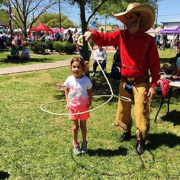 5 Fun Family Outings for Free in Your Community rodeo lasso