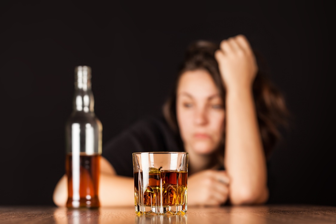 5 Early Warning Signs of Alcoholism You Can't Ignore